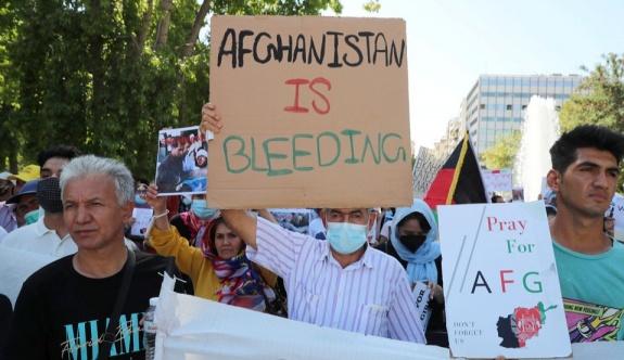 Atina'daki Afganlar Taliban'ı protesto etti