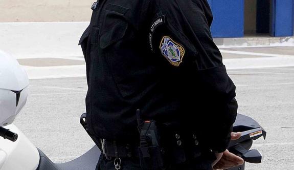 Polis göçmen merkezinden 600 euro çalarken yakalandı