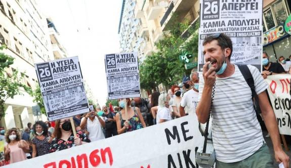 Sağlık çalışanları zorunlu aşıyı protesto etti