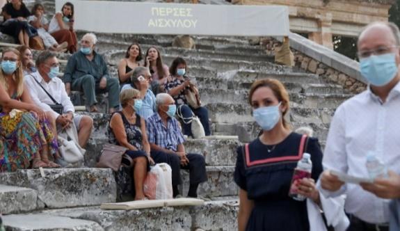 Uzmanlar enfeksiyonu önlemek için çift maske öneriyor