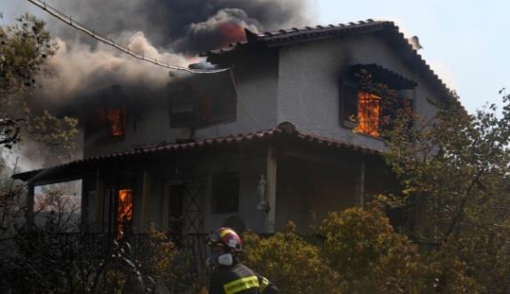 Vilia'daki yeni yangında beş ev ağır  hasar gördü