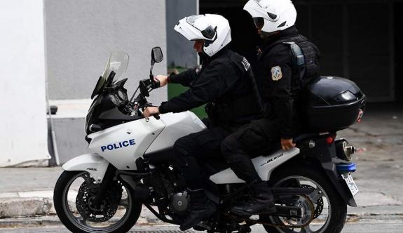 Atina'da soyguncular polis memurunu yaraladı