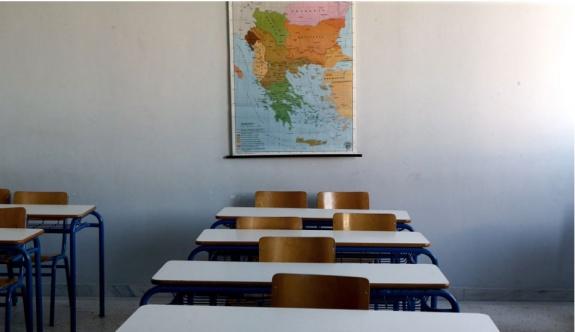 Selanik'te virüs salgınları nedeniyle iki okul dersi askıya alındı