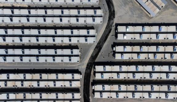Sisam Adası'nın Vathy banliyösünde göçmen tesisi açılıyor