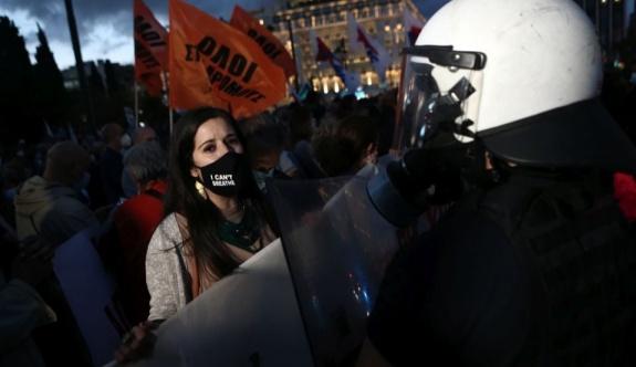 Atina'da öğretmenlerin katıldığı protestoya polis müdahalesi