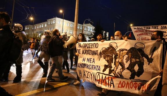 Atina'da Roman adamı öldüren polise karşı protesto düzenlendi