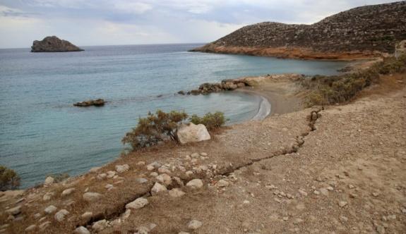 Bakan Plakiotakis depremin ardından Girit'i ziyaret etti