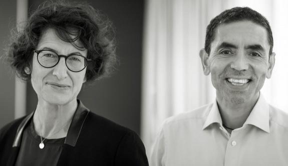 MRNA aşısının arkasındaki Dr. Uğur Şahin ve Dr. Özlem Türeci ödül almak içinSelanik'te
