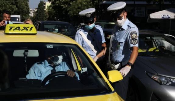 Polis 7 Atina taksi şoförünü ihlal nedeniyle tutukladı