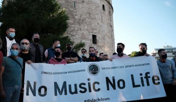 Selanik'te DJ'ler müzik yasağını protesto etti