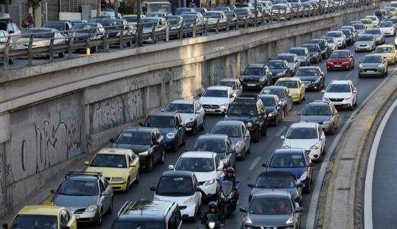 Yunan başkentinin sokakları bir kez daha trafikle boğuşuyor