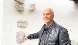 Yunan köylü Türklere ait mezar taşlarıyla anıt mezar yaptırdı
