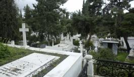 """Mahkeme mezar kazıcılarını """"ölülere..."""